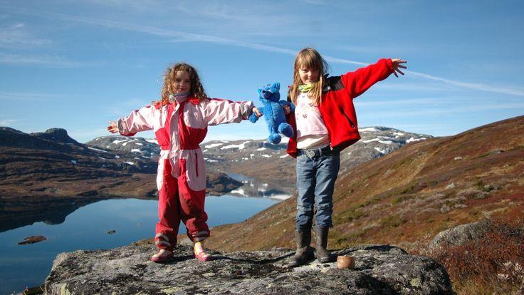 Hytte til hytte-turer er en trygg introduksjon til friluftslivet for de minste.