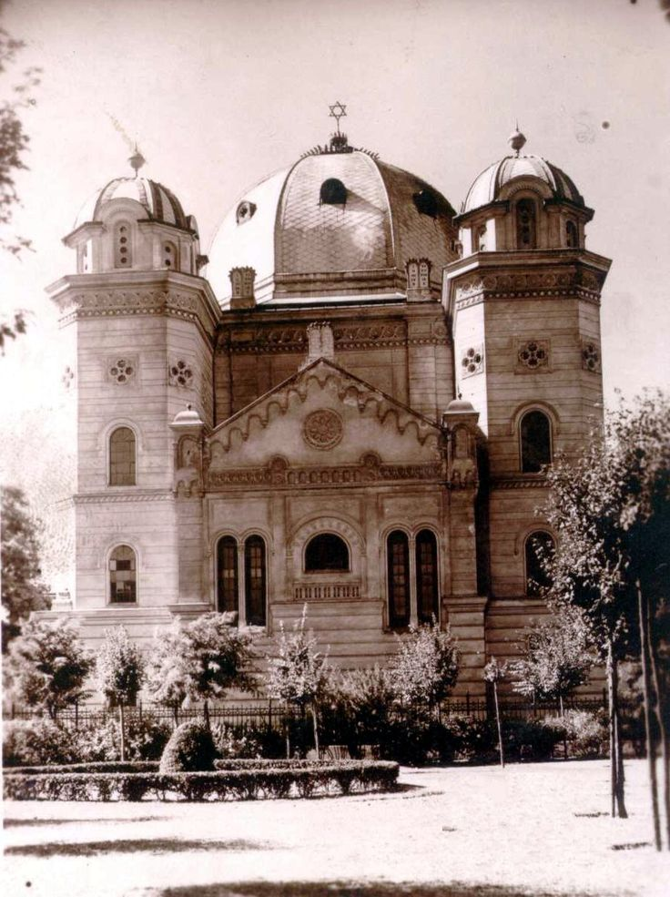 Jews were first mentioned in Győr in the 15th Century.  This is the image of the Neológ Synagogue; town also had an Ortodox congregation.  5,904 Jews lived in Györ in 1920.   In May 1944, abt. 4,200 Jews were confined to Györ-Sigat island in route to Auschwitz.  Several hundred returned after the War. but only a few remained after 1956.