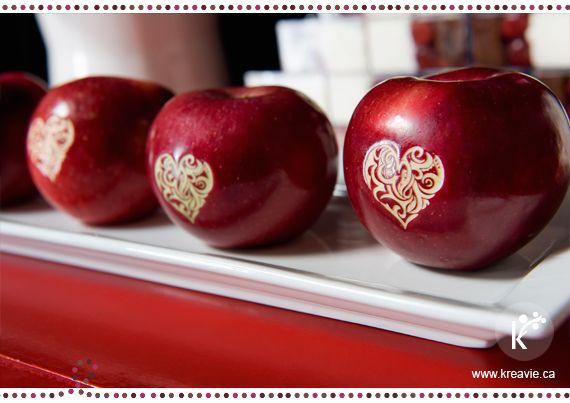 Beautiful!!!    http://www.kreavie.ca/wp-content/uploads/2012/02/blanche-neige-table-de-douceurs-montreal-kreavie-pommes-marquees.jpg