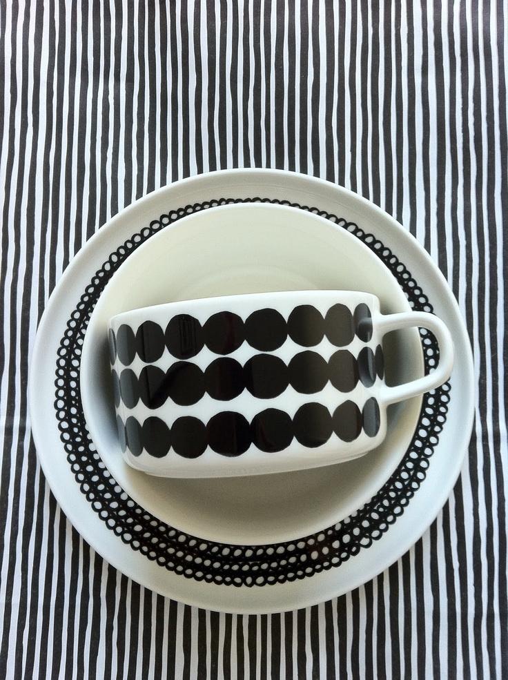 Black and White Marimekko Dishes | #pintofinn