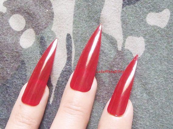 unghie rosse medio lunghe rosse drag queen cosplayer goth rock halloween gothic…