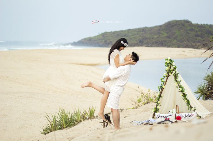 This is incredible! Great works by idphotographybdg http://www.bridestory.com/idphotographybdg/projects/prewedding-ratih-andre