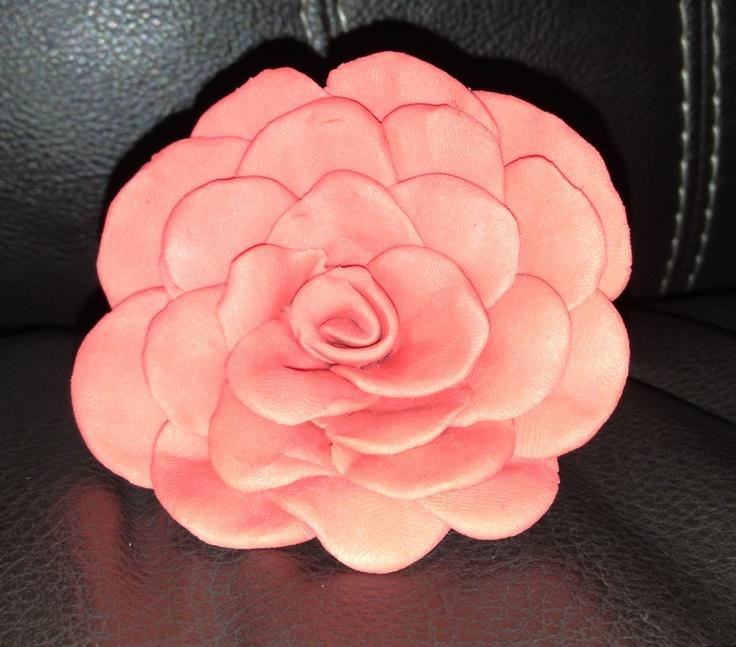 Flor de plastilina el color lo hace el flash de la foto