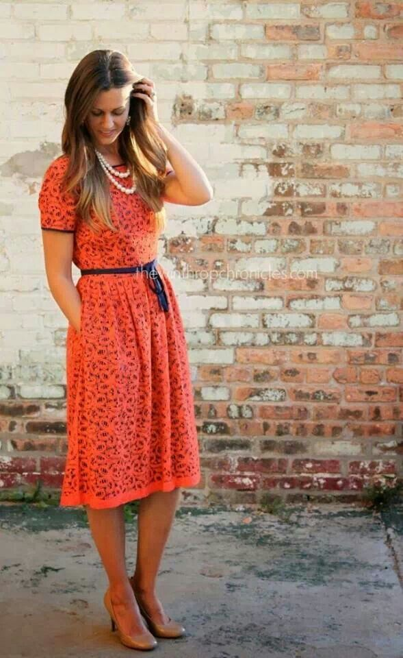 I like the cut and pattern of this dress.