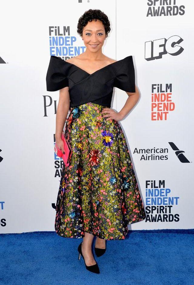 Ce samedi 25 février 2017 Los Angeles accueillait la 32ème cérémonie des Spirit Awards organisée par Film Independent. Isabelle Huppert, sacrée Meilleure Actrice, Riley Keough ou Ruth Negga... Revue en images des meilleurs looks de la soirée.