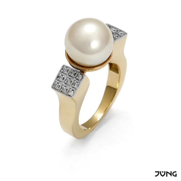 yellow and white gold ring with cultured freshwater pearl and 18 diamonds