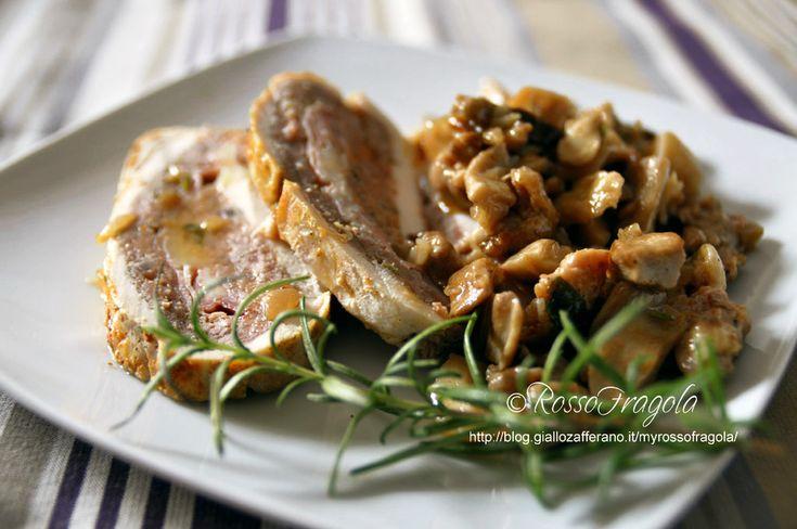 Questo Rotolo di pollo ripieno al forno,è uno dei piatti più richiesti in casa.Lo preparo spesso nei pranzi domenicali; anche in occasioni di feste impor...