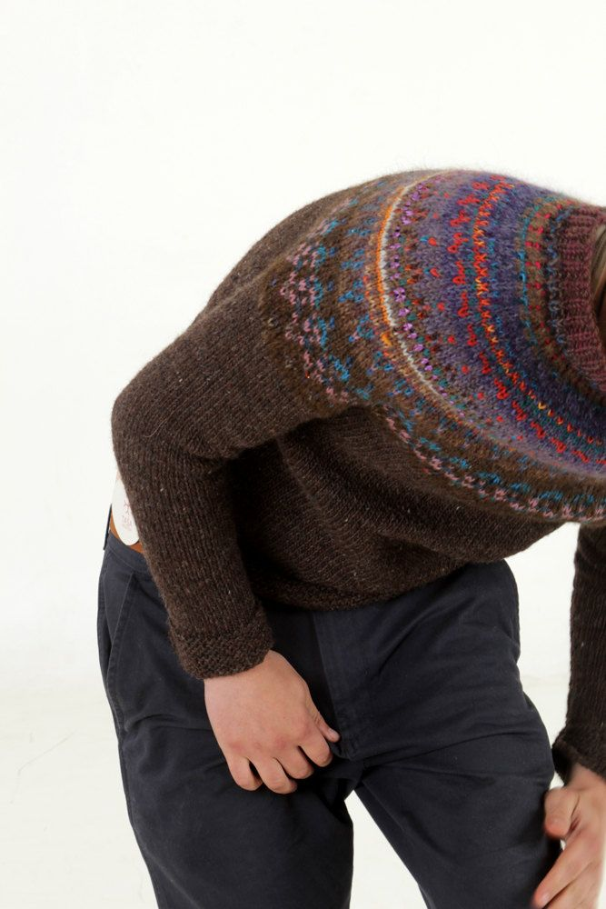 hand-knit icelandic sweater ~ inspiration Wonderful colouring used against the brown body of this sweater