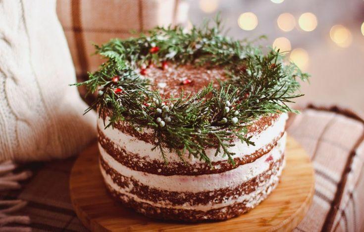 Υπέροχο γιορτινό κέικ σοκολάτας γεμιστό με κρέμα