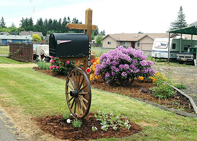 Wagon wheel and plantings/ Huh thats an idea!