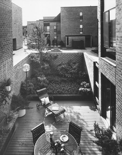 View Private Court Yard, Penns Landing Sq. Philadelphia. Louis Sauer Associates.