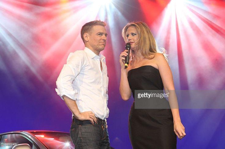 Bryan Adams Und Barbara Schöneberger Bei Der Präsentation Des Neuen Audi A4 In Den Messehallen In Berlin .
