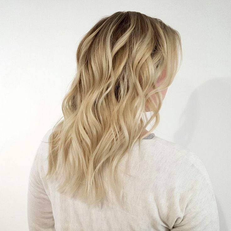 Blonde Balayage by Jacqui Laveau at A Flick of hares #AFlickofHares #haircolor #haircolour #livedincolour #regrowthlook #rootstretch #blondehair #ashblonde #blondehighlights #wavyhair #beachhair #naturalhighlights #balayage #blondebalayage