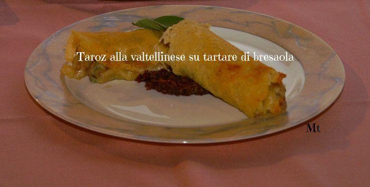 Il Taroz è un piatto tipico della cucina povera valtellinese: la Magnifica Terra, produce le materie prime di un teritorio di montagna, quindi semplici, ma saporite ed arricchite da tutto quello che un latte eccellente e saporito e profumato ed un burro...