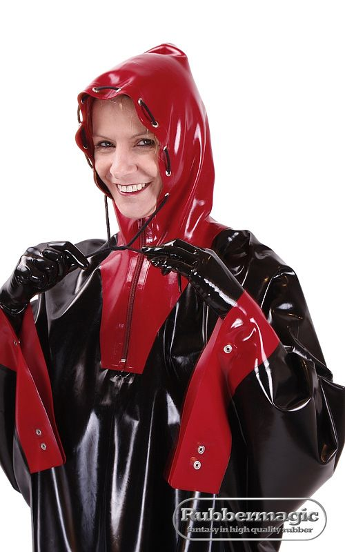 Latex-Poncho mit Kapuze | Rubbermagic Blog