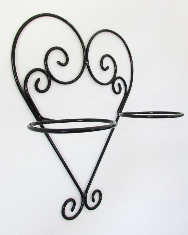 Suporte para vasos feito de ferro maciço para dois vasos. Pintura automotiva fosca.    * Os vasos não acompanham o produto.    ** Diâmetro aro para o vaso - 13 cm