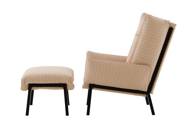 Canapé, fauteuil et pouf.