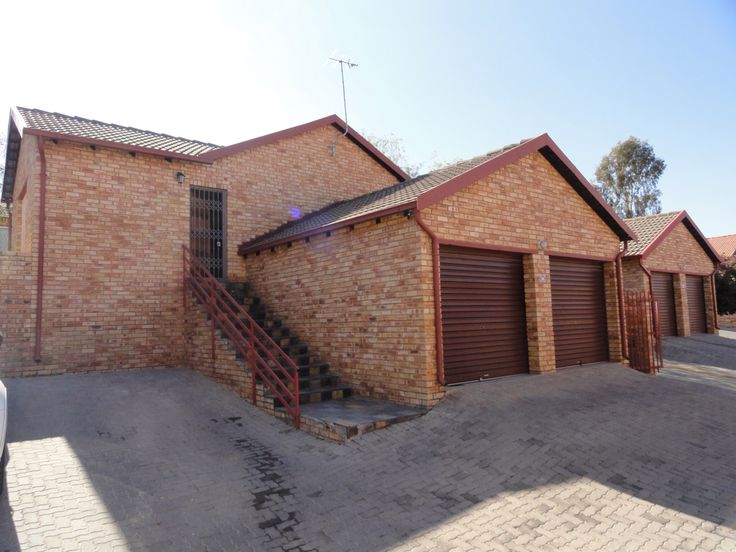 3 Bedroom townhouse in Wilgeheuwel for R 925 000 .....  Call me on 072 264 7806