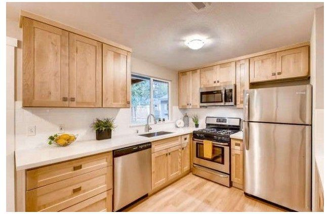 Natural Blonde Maple Shaker Natural Wood Kitchen Cabinets Maple Naturalwoodkit Natural Wood Kitchen Cabinets Wood Kitchen Cabinets Kitchen Cabinet Styles