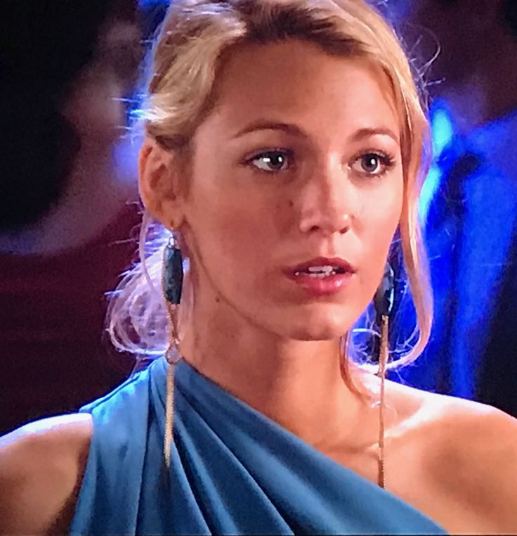 Serena's turquoise and gold earrings. Gossip Girl season 5 episode 7
