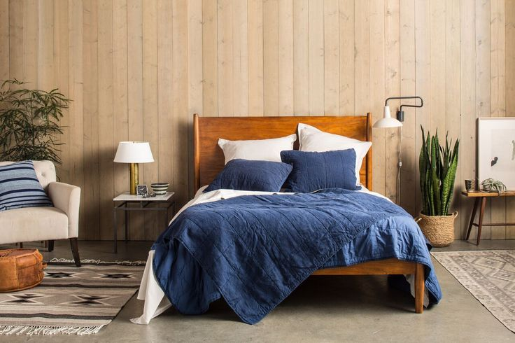 Featuring a box pattern and a unique Linen front / Percale cotton reverse, our Essential Quilt is a modern update on the classic. Designed for year round use.