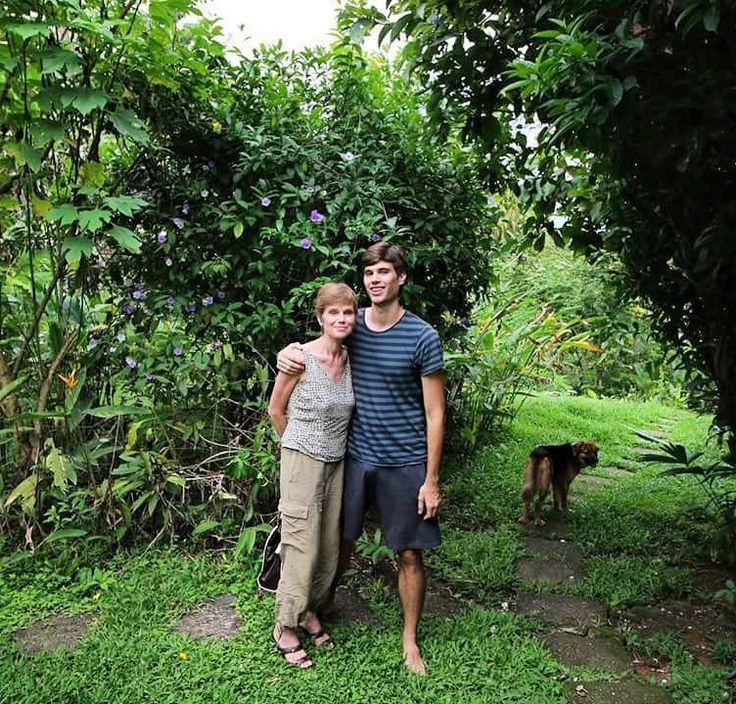 Welcome to Costa Rica mom.  #costarica #quepos #travel #puravida
