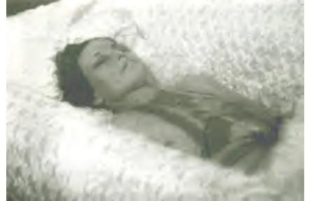 Real Bonnie  Clyde >> Karen Carpenter Funeral Open Casket Pictures to Pin on Pinterest - PinsDaddy