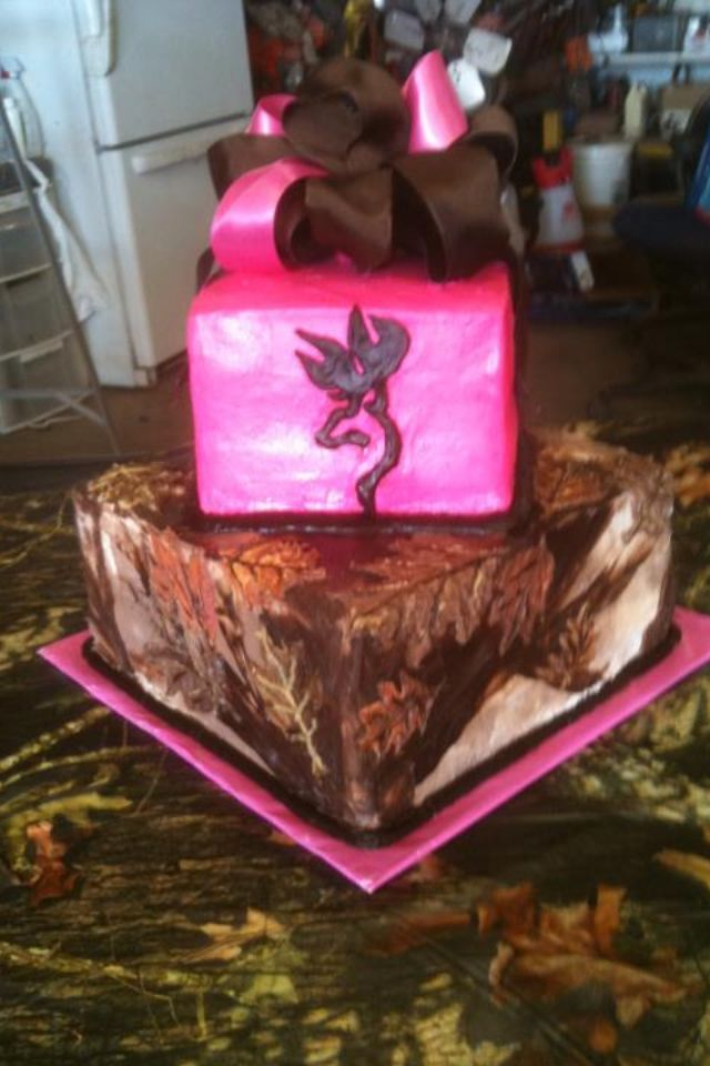 Camo/Browning cake!!! I must have this for my birthday. But the pink green