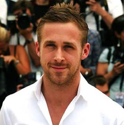 """Ten Kadını'nın İdeal Erkeği: Ryan Gosling    Hollywood`un yakışıklı ve başarılı oyuncusu Ryan Gosling, Crazy, Stupid Love filmindeki Jacob rolüyle mükemmel erkek çıtamızı yükseltmekle kalmamış, """"Yaşayan en seksi erkek"""" ünvanını alarak tüm kadınların hayalini süslemeyi başarmıştır."""
