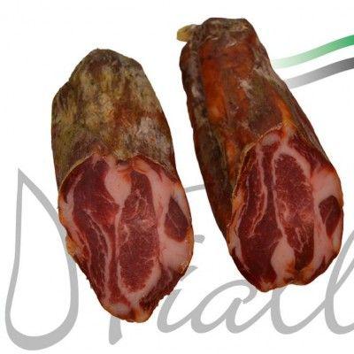 Exquisita cabezada de lomo adobada con especias y curada lentamente en secadero, elaborada de forma artesanal en nuestras instalaciones. Procedente de nuestros mejores cerdos alimentados en las Dehesas Extremeñas.