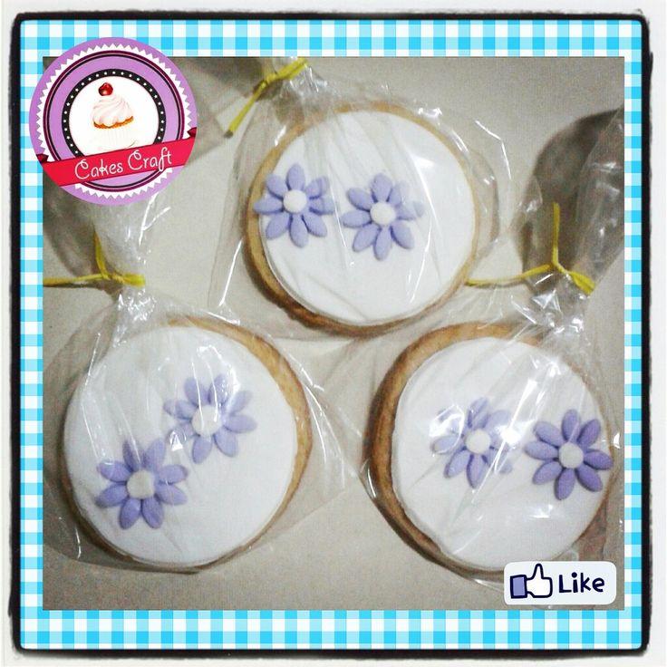 Galletas Tematicas - Flores!!! / CID - 544 #barranquilla #cakestagram #uniautonoma #uniatlantico #uninorte #unilibre #unimetro  #hbd #cumpleaños #CakescraftKeados #cakeboss #cupcakewar #cakescraftbq #airsoft #halamadrid #jamesrodriguez10 #collagecostacaribe #enchufetv #garabato #febrero #flowers #galletasdecoradas #flores #cookies #carnaval2017 #thursday #jueves #precarnaval