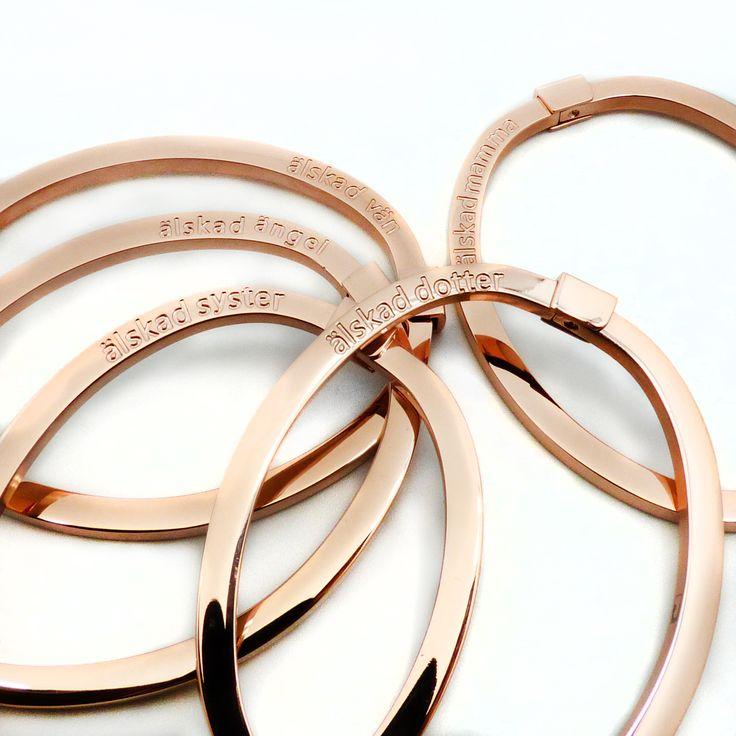 Personliga smycken för att visa kärlek och omtanke. Hos oss hittar du den perfekta presenten för alla tillfällen. Snabb leverans   C Stockholm