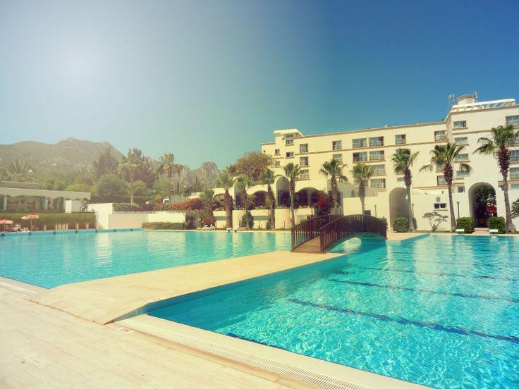 Bugün Girne'de Hava Sıcaklığı 32 Dereceyi Geçiyor. Sıcaktan Bunaldıysanız, Kıbrıs'ın En İyi Havuzu Sizi Bekliyor.
