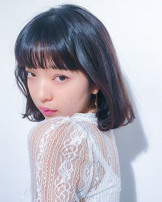 shima_official_account:. <SHIMA HITHAIR -November-> . [ジャンル:ティーンズガーリー] モイスチャーをつけて、ツヤと束感を出しました。風が吹いたようなイメージで 顔周りをリバースにまきました。 . ◆担当:原宿店 井上 香奈 @kanainou3 . ◆price:カット&カラー◆使用スタイリング剤:#seekmoisture . @shima__harajuku #shimaharajuku  #shima #shimahithair 2017/11/10 10:48:49