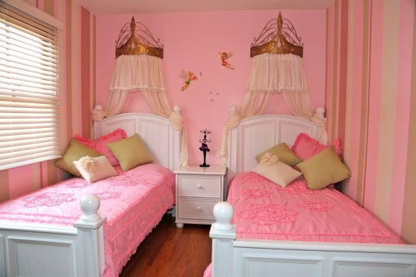 Small room for twins girls girls 39 room designs for Children bedroom designs girls