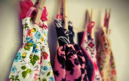 Vestiti per Barbie fai da te: modelli e tutorial [FOTO] - Vi piacciono le Barbie e vorreste creare dei vestiti fai da te per loro? Non è un'impresa difficile, anzi! Basta un pezzo di stoffa o persino della carta igienica! Ecco i tutorial!