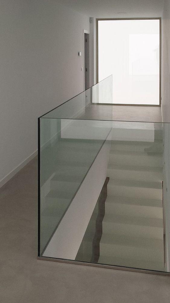 Escalera de Microcemento y cristal