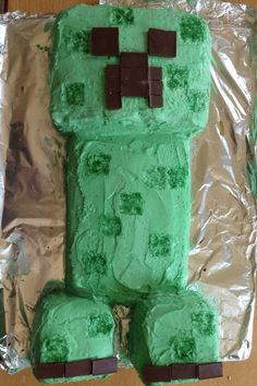 Making a minecraft creeper cake - easy to do and a huge hit at any kids party. A Mishmashed Mom and family creation.