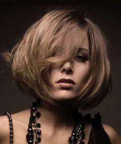 Стрижка боб на волосы средней длины и ее фото