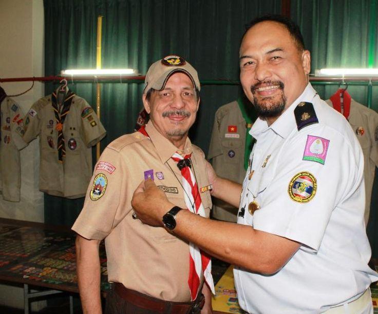 """Mendapat Lencana """"Perbuatan Baik"""" dari Thailand  Selengkapnya : http://www.kompasiana.com/bertysinaulan/mendapat-lencana-perbuatan-baik-dari-thailand_58eb5ea0959373ab1d737d33  Scout Journalist Gerakan Pramuka Scout of Thailand #ISJ #scoutjournalist #ISJ001 #ISJ003"""