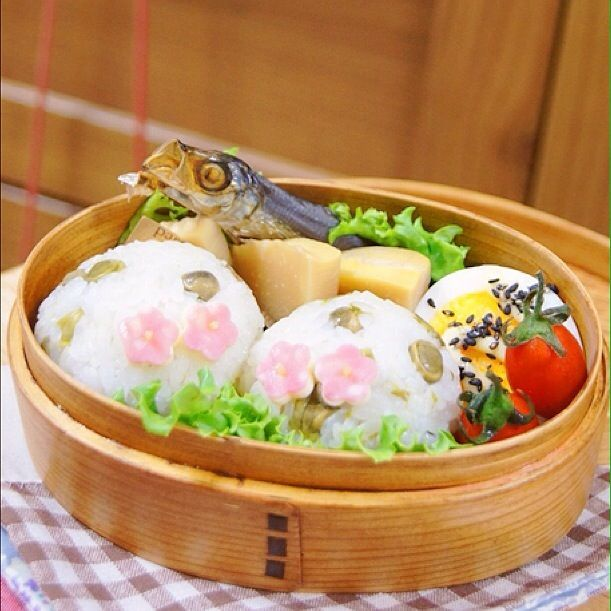今日のオベントウ♬ 【おかず】 *焼きめざし *筍の煮物 *ゆで卵 *プチトマト - 20件のもぐもぐ - 豆ご飯弁当! by harunameiHrc