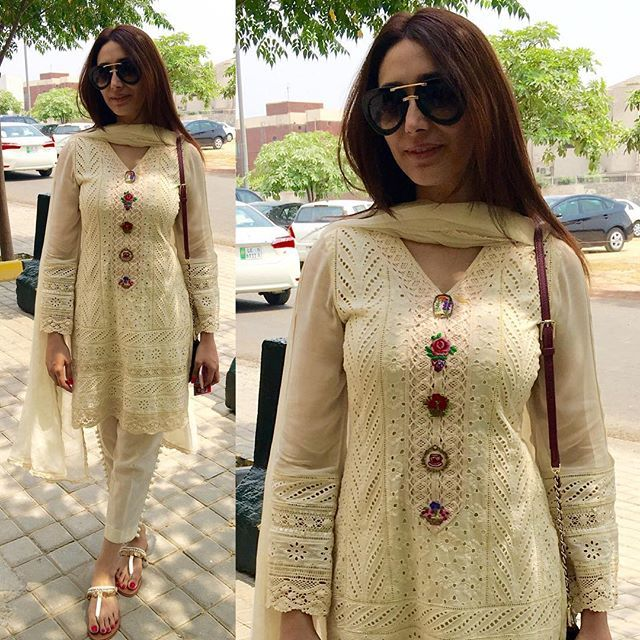 """A pleasant surprise bumping into #Sumera wearing a classic Farida Hasan design with our signature vintage, #handembroidered buttons """"that's the great thing about wearing FH, it's timeless"""""""