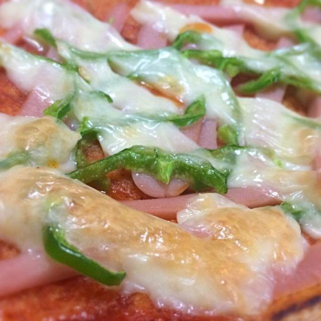 今朝はピーマン、ソーセージのピザトースト。 魚肉ソーセージだよ。 タバスコかけてピリッと。 - 128件のもぐもぐ - 今朝は ピザトースト by mottomotto