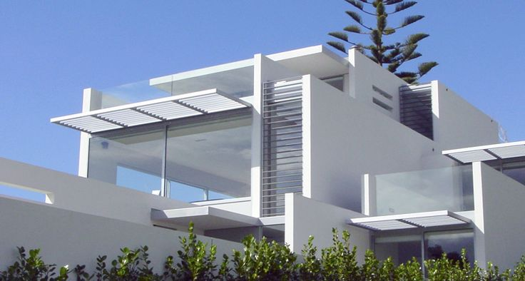You're spoiled for choice with Louvretec's range of aluminium sun louvre systems. Louvretec has a range of 12 sizes of aluminium louvre blades - from 40mm mini louvres through to 600mm maxi louvres with sizes in between. Each aluminium louvre blade is designed to operate using a variety of operable and fixed louvre systems.