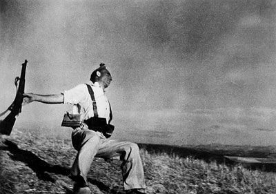 Loyalist Militiaman at the Moment of Death, Cerro Muriano, September 5, 1936. | The Falling Soldier | Robert Capa