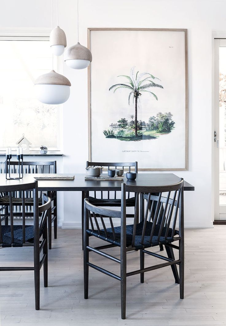Perfect dining table, a lacquered wooden board, with reused metal legs. Lath chairs J81 from 1950, fits beautifully around the table in the bright room. They are designed by Jørgen Bækmark and from FDB Furniture.