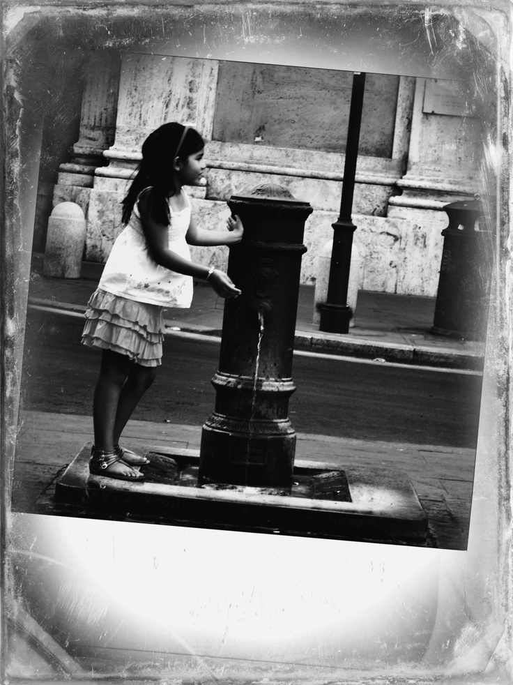 This photo is taking in Rome... It´s a little girl that I didn´t know - but I love this picture