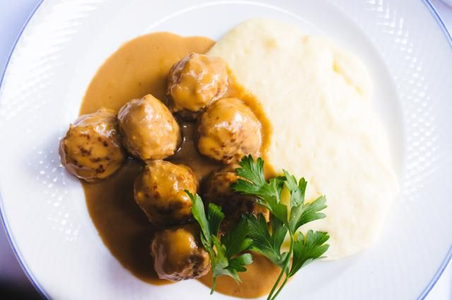 Liz's delicious Swedish meatballs are an easy preparation. The rich, creamy…