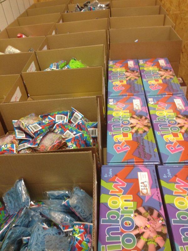 Twijfel of er iets van Rainbow Loom op voorraad is?   Wees niet bang, er is voldoende op voorraad en het ligt netjes voor u klaar!  http://www.planethappy.nl/creatief/hobby-speelgoed/loombandjes/  #rainbowloom #loombandjes