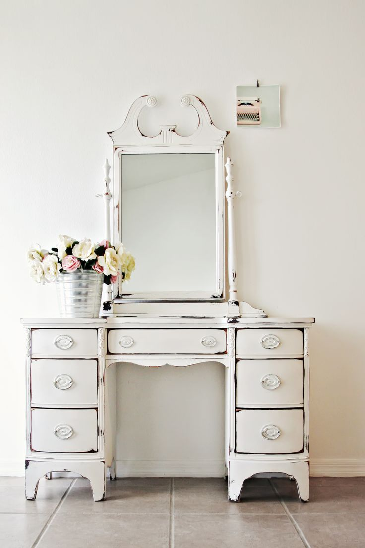 Distressed White Vintage Vanity Vintage Interiors Farmhouse Vanity Bedroom Vintage Antique